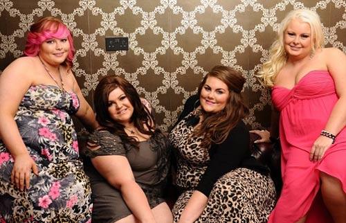 Hoa hậu béo nước Anh khoe những thân hình ngoại cỡ 3