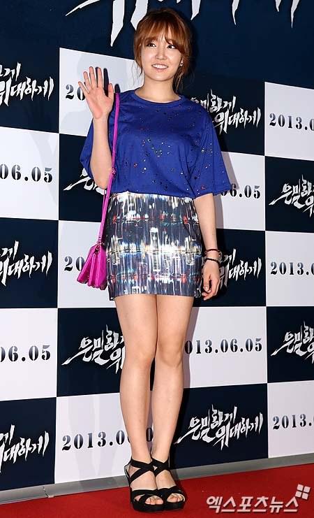 """Bae Yong Joon bất ngờ tái xuất với mái tóc """"nghệ sĩ"""" 27"""