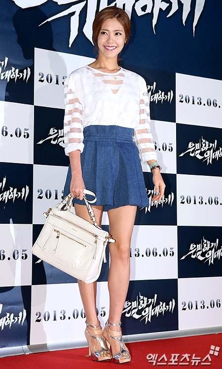 """Bae Yong Joon bất ngờ tái xuất với mái tóc """"nghệ sĩ"""" 28"""