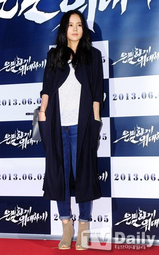 """Bae Yong Joon bất ngờ tái xuất với mái tóc """"nghệ sĩ"""" 13"""