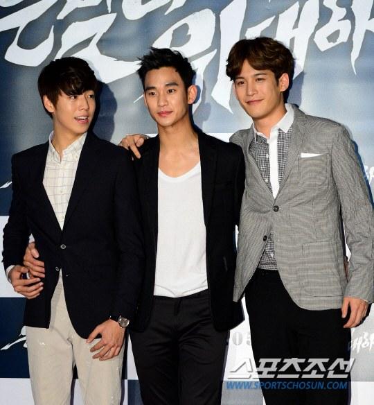 """Bae Yong Joon bất ngờ tái xuất với mái tóc """"nghệ sĩ"""" 8"""