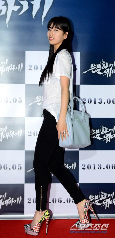 """Bae Yong Joon bất ngờ tái xuất với mái tóc """"nghệ sĩ"""" 9"""