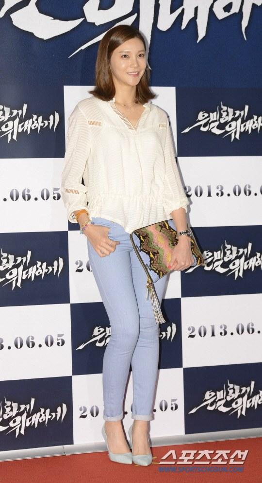 """Bae Yong Joon bất ngờ tái xuất với mái tóc """"nghệ sĩ"""" 17"""