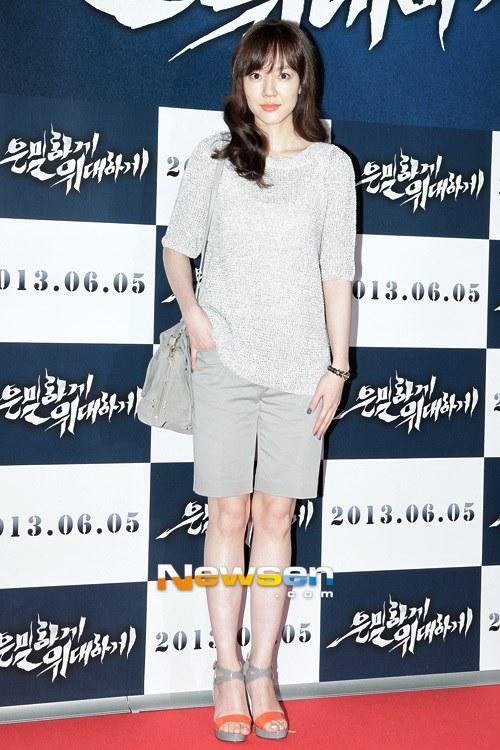"""Bae Yong Joon bất ngờ tái xuất với mái tóc """"nghệ sĩ"""" 22"""