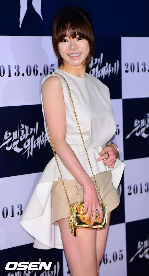 """Bae Yong Joon bất ngờ tái xuất với mái tóc """"nghệ sĩ"""" 16"""