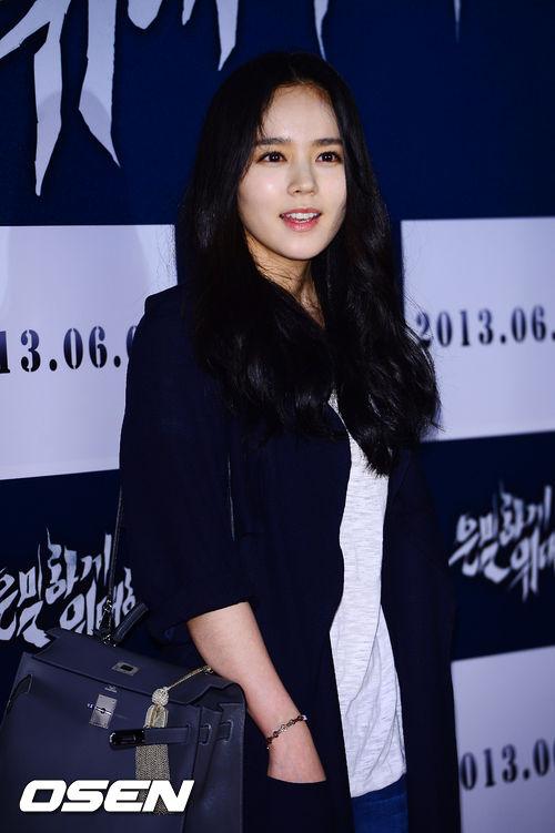 """Bae Yong Joon bất ngờ tái xuất với mái tóc """"nghệ sĩ"""" 14"""