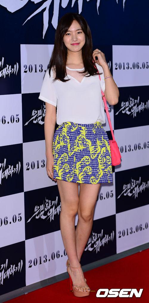 """Bae Yong Joon bất ngờ tái xuất với mái tóc """"nghệ sĩ"""" 20"""