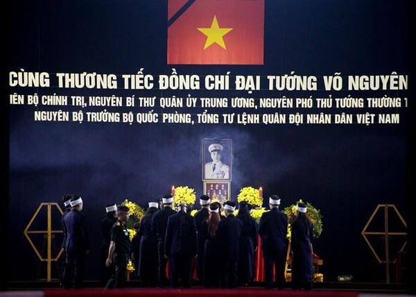 Những hình ảnh xúc động trong ngày Quốc tang Đại tướng 3