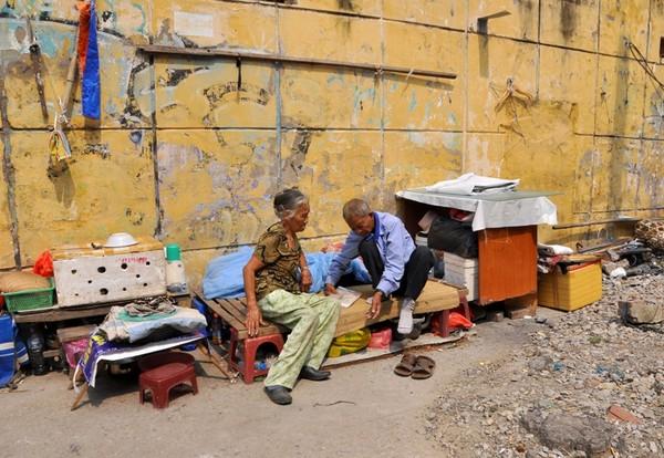 Hạnh phúc đơn sơ của đôi vợ chồng 83 tuổi sống cảnh
