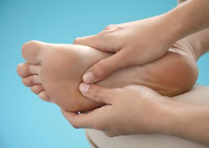 4 động tác mát-xa chân cho mẹ bầu bị phù nề, chuột rút 3