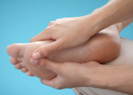 4 động tác mát-xa chân cho mẹ bầu bị phù nề, chuột rút 5