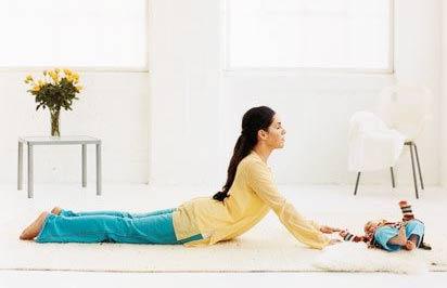 Bài tập chống đau lưng, mỏi cổ cho mẹ sau sinh 1