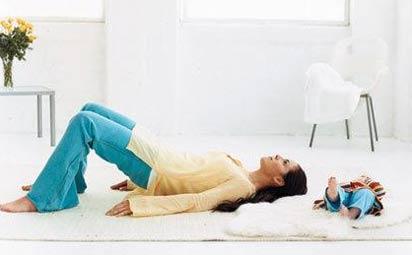 Bài tập chống đau lưng, mỏi cổ cho mẹ sau sinh 4