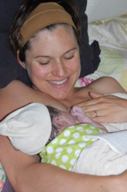 Thêm những hình ảnh rất thật về một ca sinh con tại nhà 10