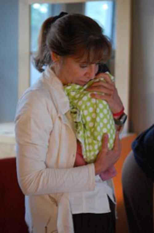 Thêm những hình ảnh rất thật về một ca sinh con tại nhà 13