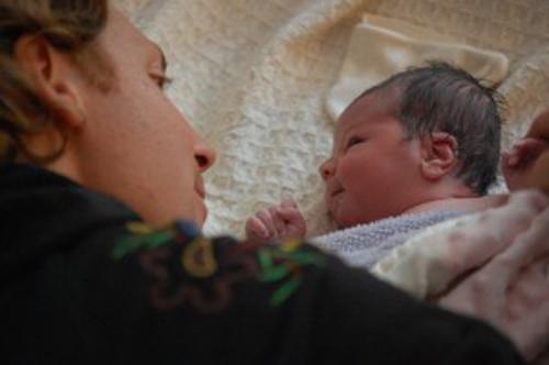 Thêm những hình ảnh rất thật về một ca sinh con tại nhà 15