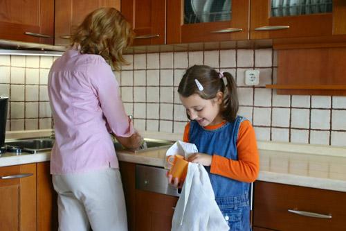 Những việc nhà mẹ nên để con tự làm 1