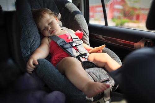 Ngủ trong ghế ngồi ô tô có thể khiến trẻ đột tử 1
