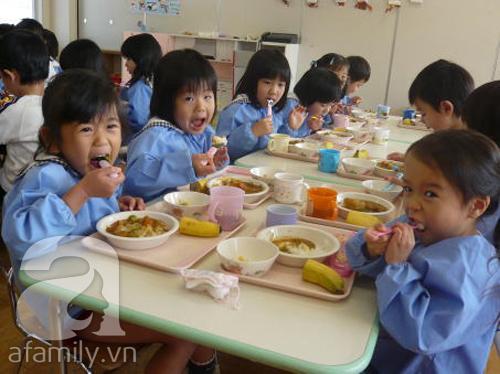 Ngạc nhiên với bữa ăn trưa trong trường học Nhật Bản 1