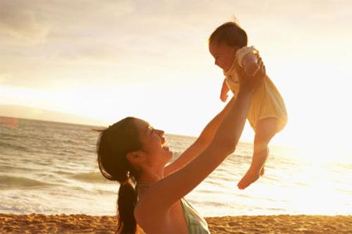 Tắm nắng cho bé: Nhiều điều bác sĩ tiết lộ khiến bạn ngỡ ngàng! 2