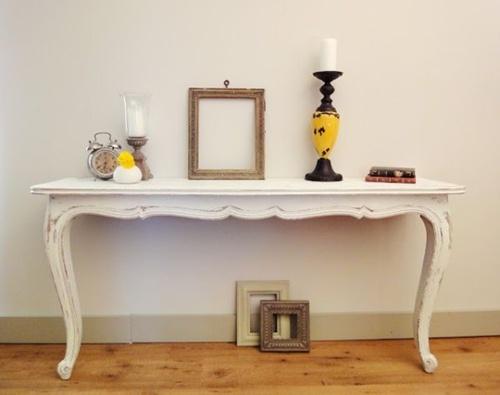 Trang trí nhà với những chiếc bàn... hai chân