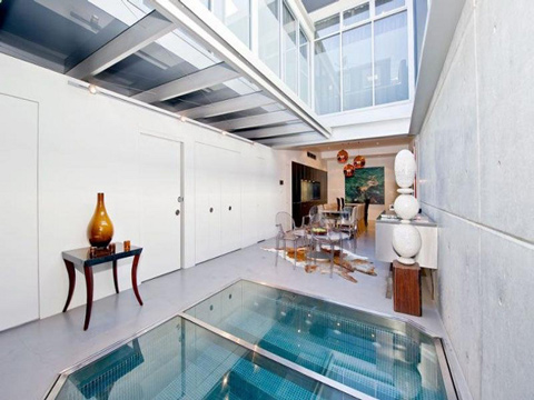 bể bơi và phòng khách