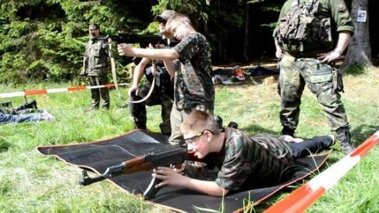 Trại hè quân đội cho trẻ em trên khắp thế giới