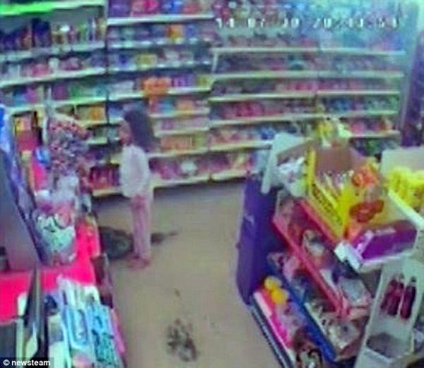 Kinh hoàng bé gái 7 tuổi bị người thân đánh đập tàn bạo đến chết_3