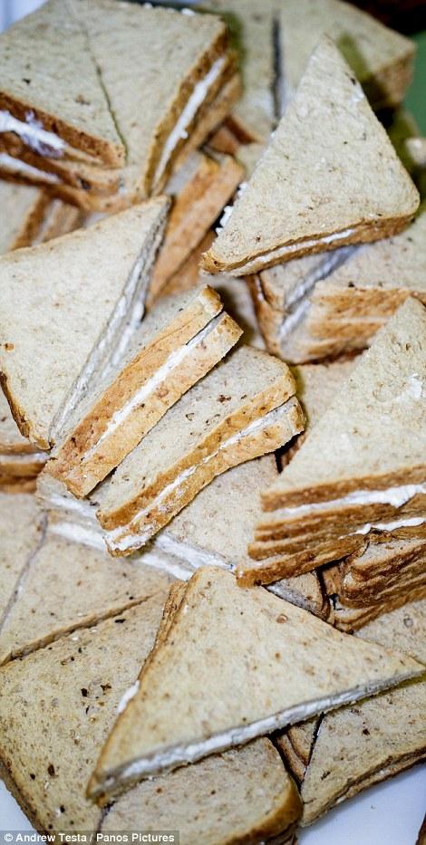 Cận cảnh nhà máy sản xuất sandwich lớn nhất nước Anh_14