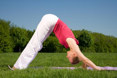 3 tư thế yoga cho đôi chân khỏe đẹp 2