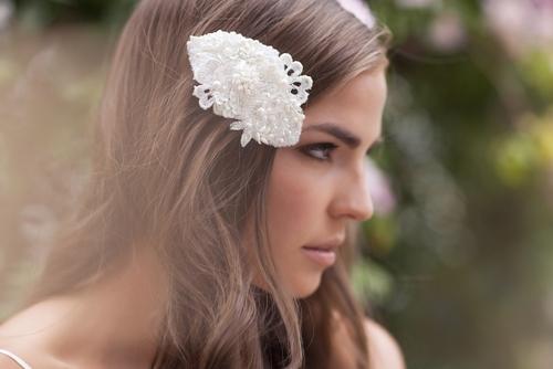4 phụ kiện cài tóc tinh tế tô điểm yêu kiều cho cô dâu mới 13
