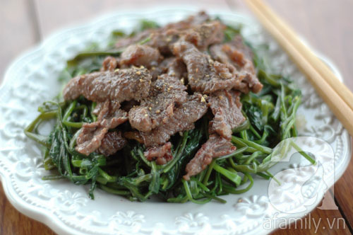 Giản dị mà ngon cơm với rau muống xào thịt bò 11