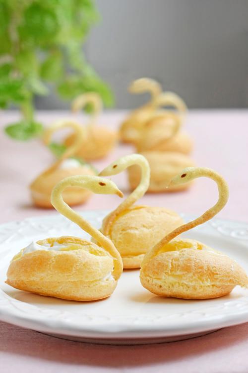 Cách làm bánh su kem hình thiên nga cực xinh 7