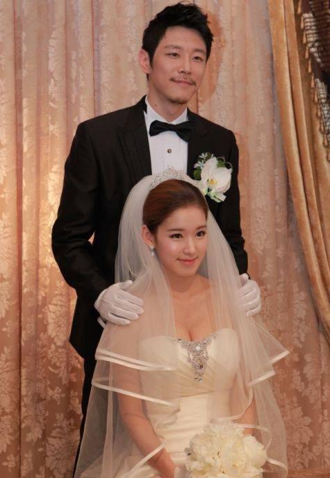Y tá xinh đẹp Hậu duệ - Park Hwan Hee