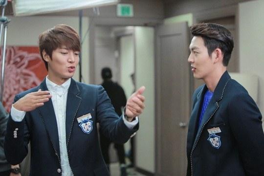 """Lee Min Ho, Park Shin Hye cười tít mắt trên phim trường """"The Heirs"""" 4"""