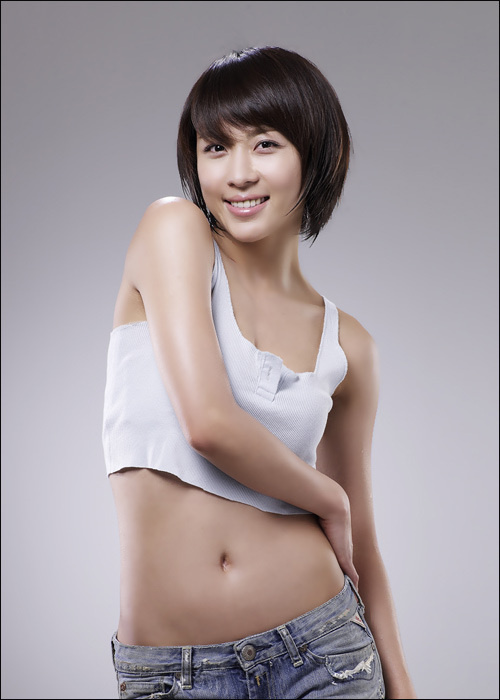 Bạn diễn nữ cũng phải ghen tỵ vì... cơ bụng của Ha Ji Won 2