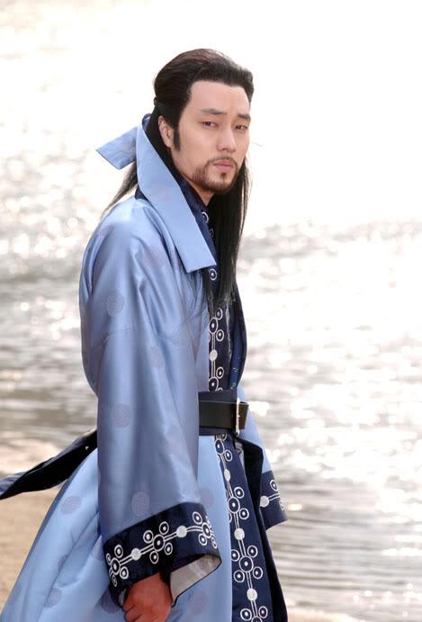 Những tạo hình cổ trang mất điểm của nam diễn viên Hàn 8
