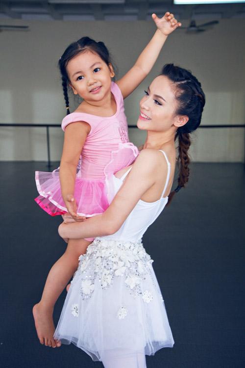 Yến Trang cúi đầu ngưỡng mộ tài năng BNHV nhí 6
