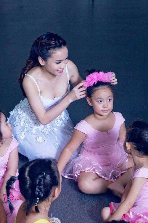 Yến Trang cúi đầu ngưỡng mộ tài năng BNHV nhí 5