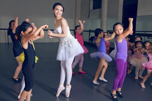 Yến Trang cúi đầu ngưỡng mộ tài năng BNHV nhí 4