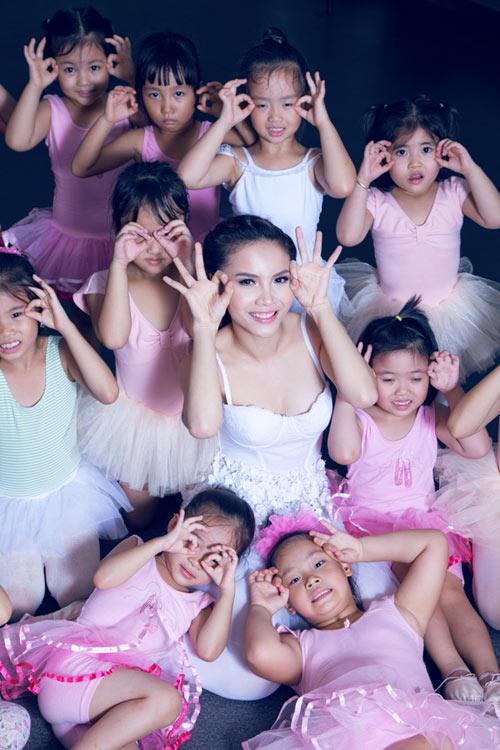 Yến Trang cúi đầu ngưỡng mộ tài năng BNHV nhí 10