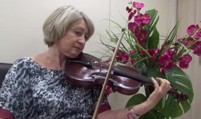 Chơi violin trong khi... phẫu thuật não 2