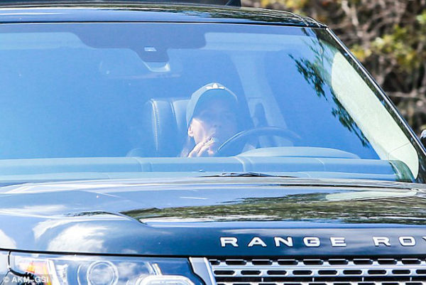 Victoria Beckham lần đầu bị bắt gặp ăn uống ngoài đường 4