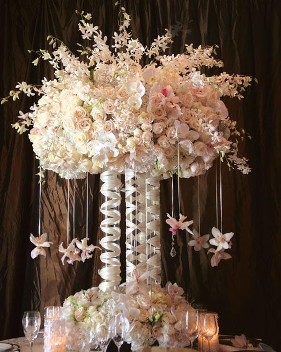 Ngất ngây với 18 mẫu lọ hoa dáng cao trong tiệc cưới 1