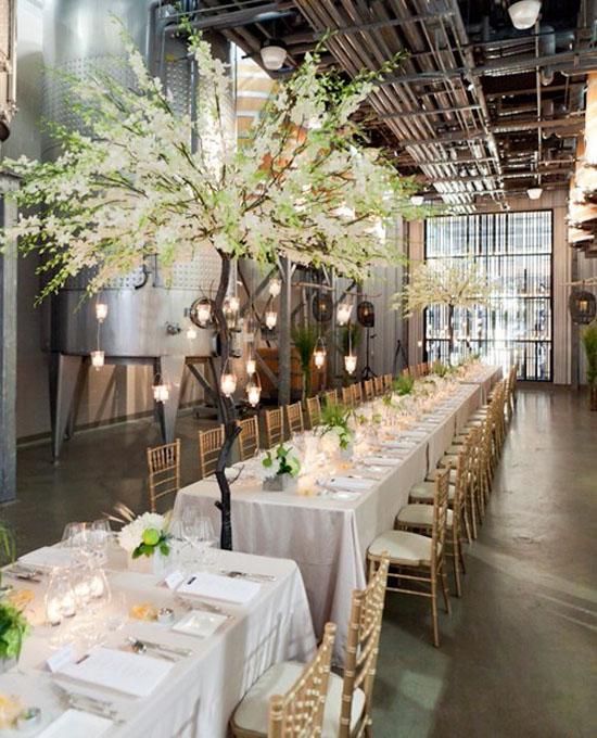 Ngất ngây với 18 mẫu lọ hoa dáng cao trong tiệc cưới 14