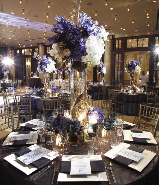 Ngất ngây với 18 mẫu lọ hoa dáng cao trong tiệc cưới 16