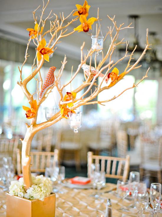 Ngất ngây với 18 mẫu lọ hoa dáng cao trong tiệc cưới 18