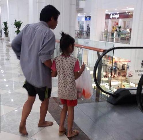 cha nghèo mua bánh tặng con gái