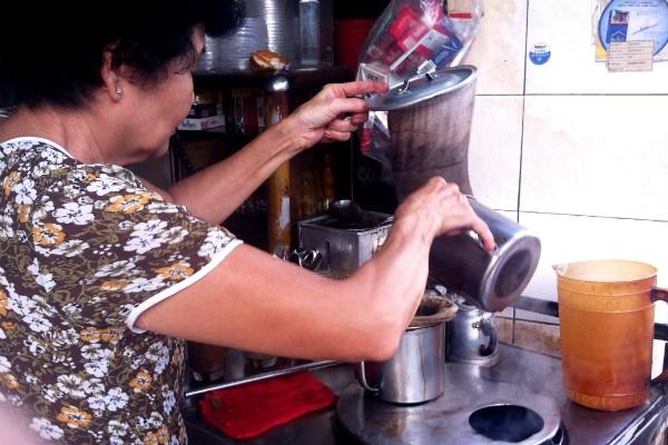 5 điểm cà phê vỉa hè hút người Sài Gòn nhất 4