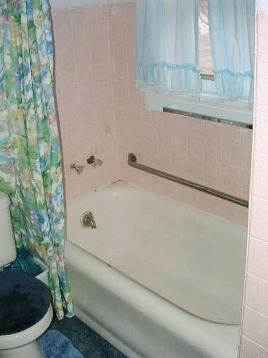 Cải tạo 2 phòng tắm xấu xí, lỗi thời trở nên đẹp và hiện đại 1
